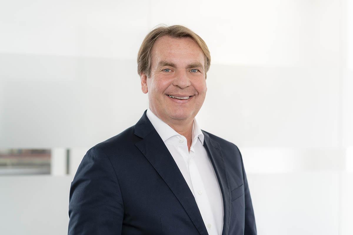 Dr. Frank Schmitz
